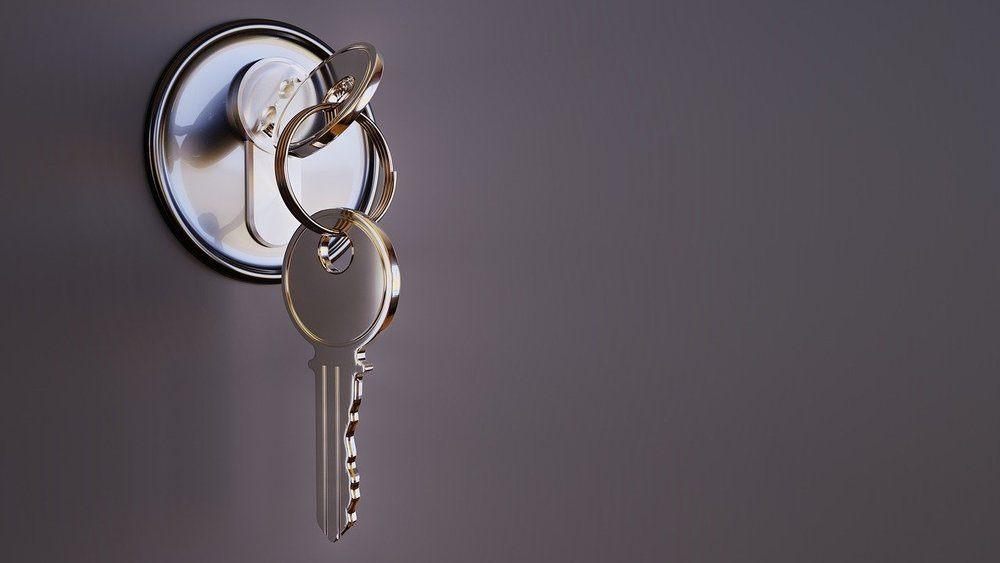 Få mer sikkerhet i hverdagen med en låsesmed